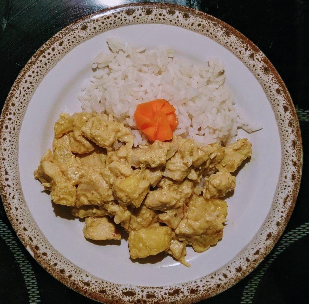 Kuře na kari s ananasem