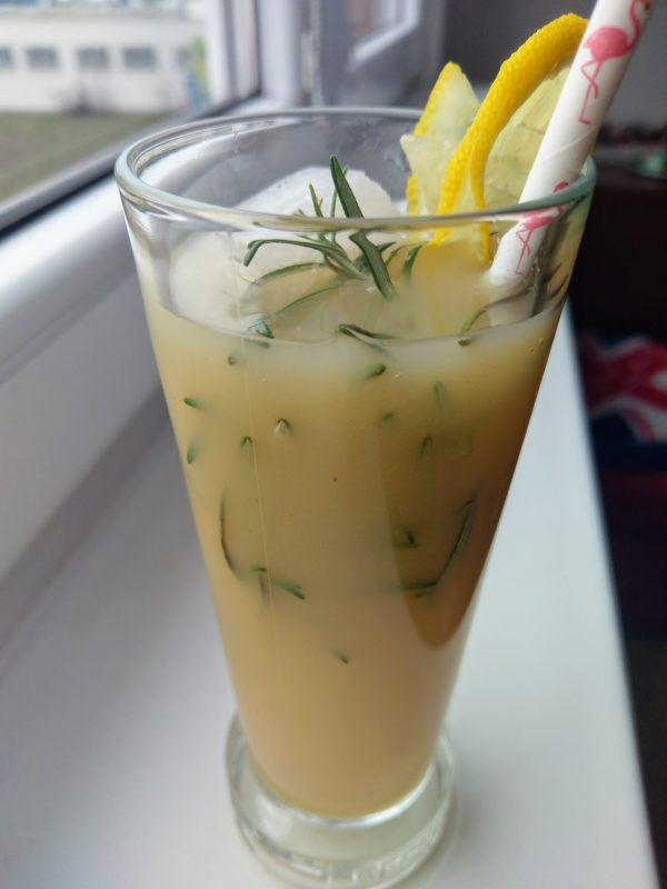 Hrušková limonáda s rozmarýnem