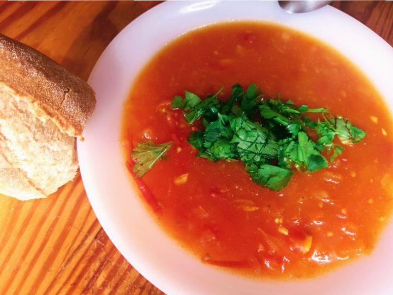 Tomatová polévka s kurkumou